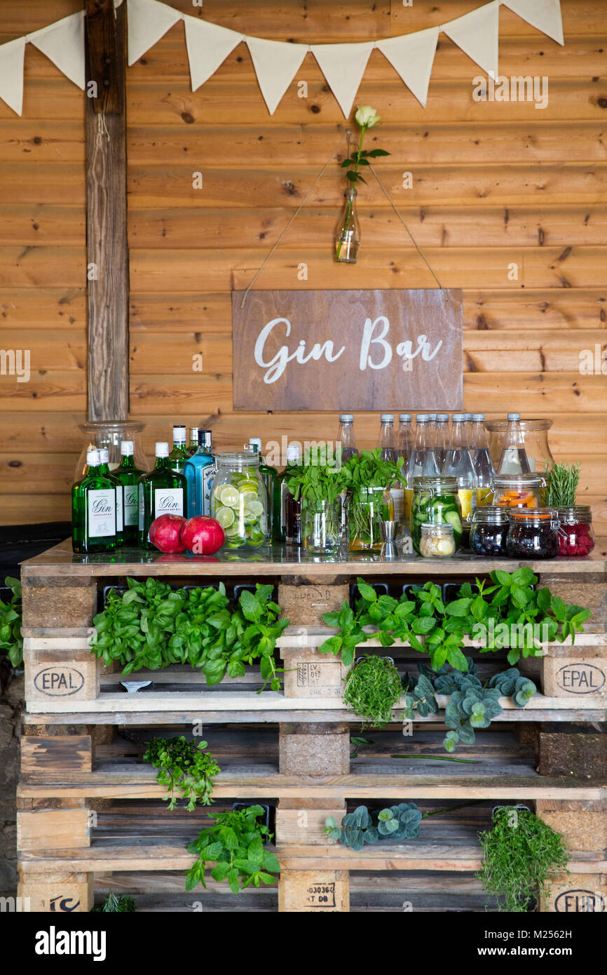 Barn interior with gin bar, decorated with bunting - Stock Image