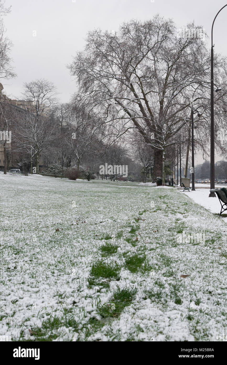 Paris France - 5th February 2018 : Snow is falling heavily in central Paris 5th February, 2018 - Stock Image