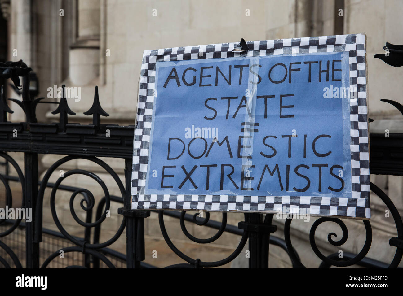 London, UK. 5th February, 2018. A sign outside the Royal Courts of Justice on the 5th annual Domestic Extremist - Stock Image