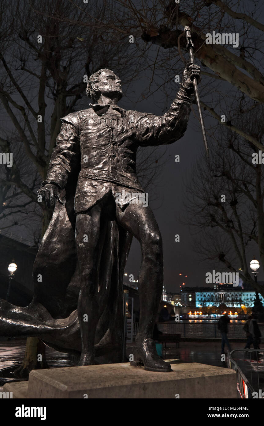 The statue of Sir Laurence Olivier O.M. near the Queen Elizabeth Hall. He was the most famous actor of his generation - Stock Image