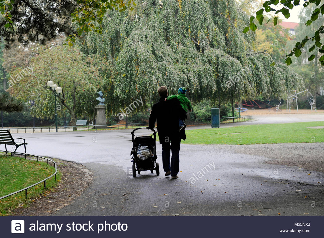 father on parental leave - Stock Image