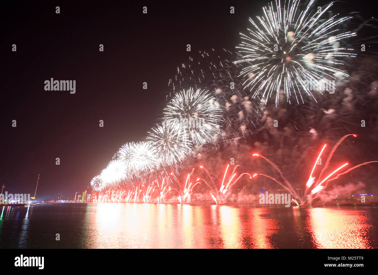 Fireworks show on new years eve 01-01-2018 in the bay of Abu Dhabi in the United Arab Emirates. - Stock Image