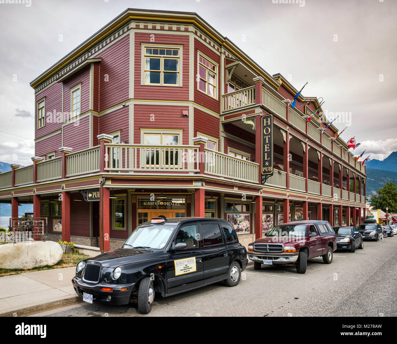 London Taxi Company LTI TX1 Cab, hackney carriage, in front of Kaslo Hotel on Front Street in Kaslo, Kootenay Region, - Stock Image