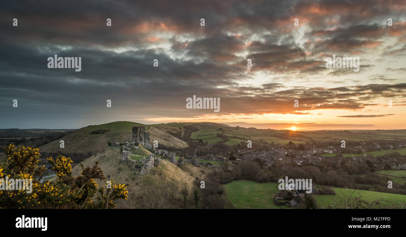 Early morning sunrise at Corfe Castle in Dorset - Stock Image