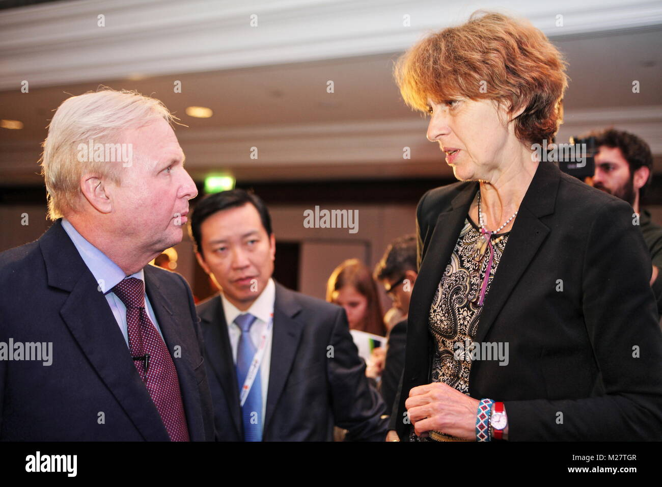 BP CEO Bob Dudley speaks to Prof Jacqueline McGlade at IP Week 2016 Conference in London - Stock Image