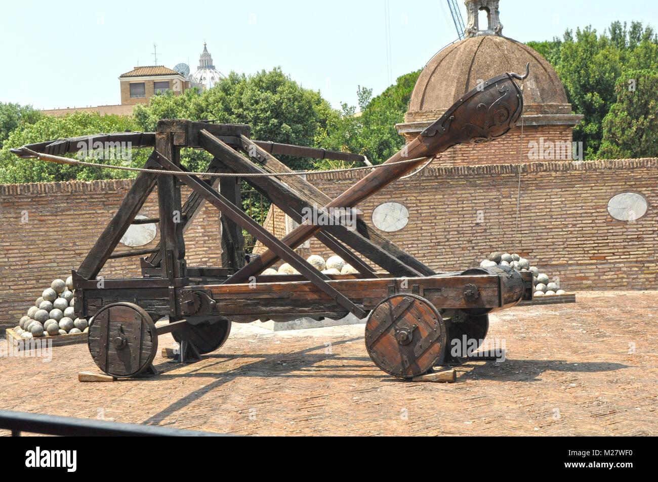 Roman Siege Weapon Stock Photos & Roman Siege Weapon Stock ...
