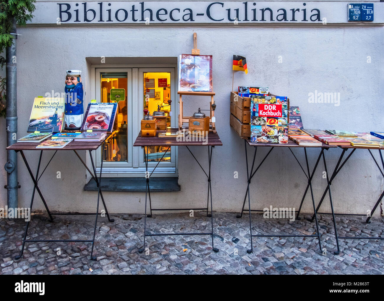 Kochbuch Antiquariat Bibliotheca-Culinaria, Shop sells Antiquarian,vintage & Second-hand cook books and cooking - Stock Image