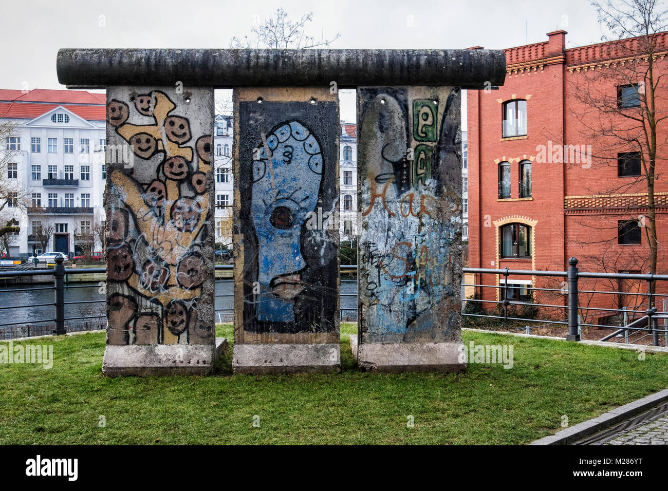 Berlin,Mitte,Moabit.Section Of Berlin Wall on Street of Remembrance next to River Spree. The Strasse der Erinnerung - Stock Image