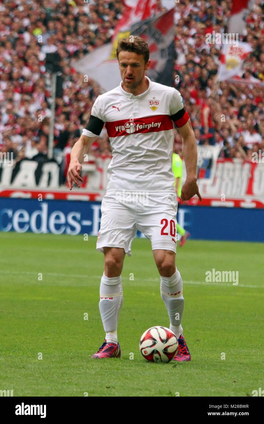 Christian Gentner (Stuttgart) am Ball - Fußball-Bundesliga 14/15: 30. Spieltag, SC Freiburg vs VfB Stuttgart - Stock Image