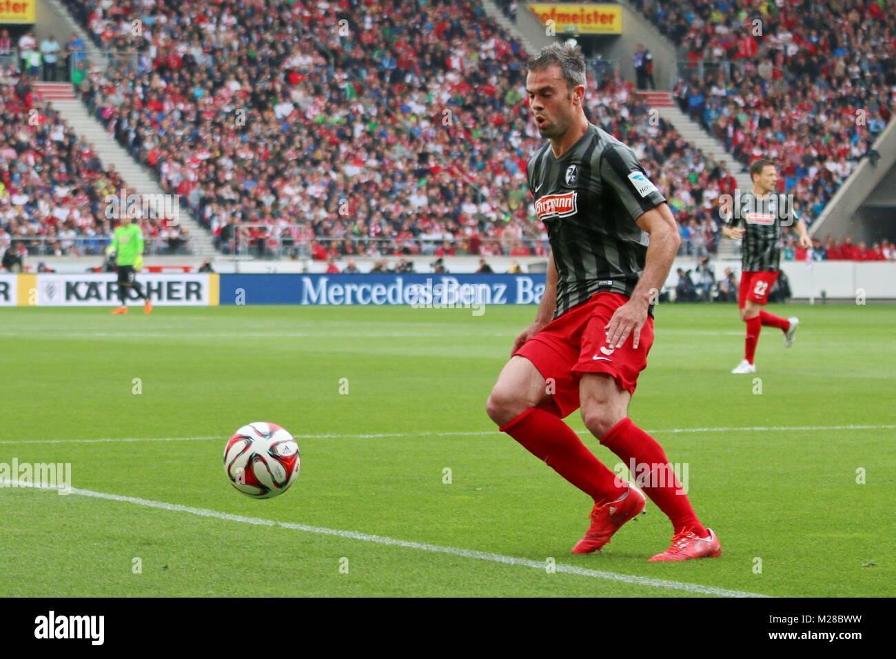 Marc Torrejon (Freiburg) am Ball - Fußball-Bundesliga 14/15: 30. Spieltag, SC Freiburg vs VfB Stuttgart - Stock Image
