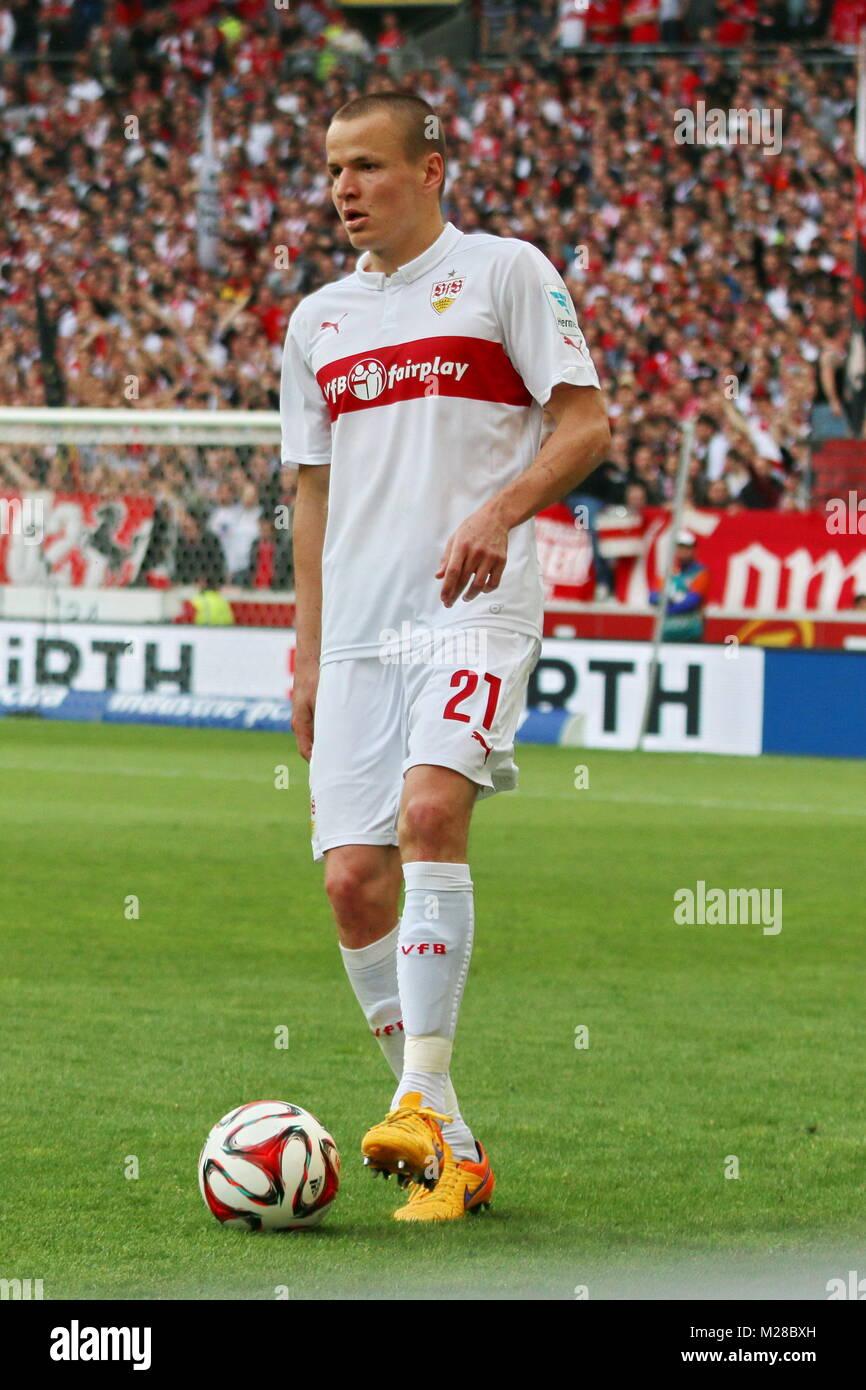 Adam Hlousek (Stuttgart) am Ball   Fußball-Bundesliga 14/15: 30. Spieltag, SC Freiburg vs VfB Stuttgart - Stock Image