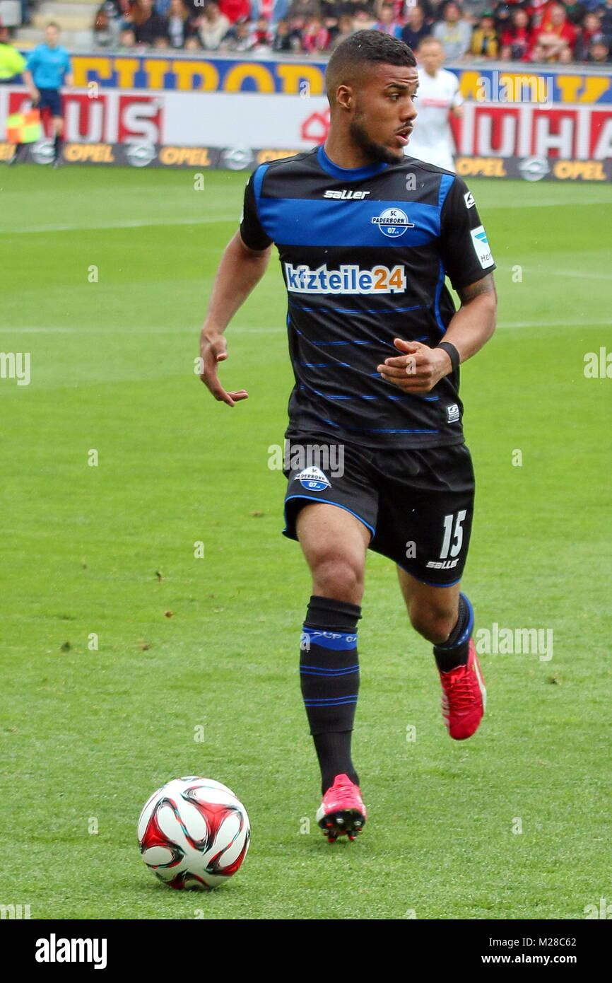 Elias Kachunga (Paderborn) am Ball - Fußball-Bundesliga 14/15: 31. Spieltag, SC Freiburg vs SC Paderborn - Stock Image