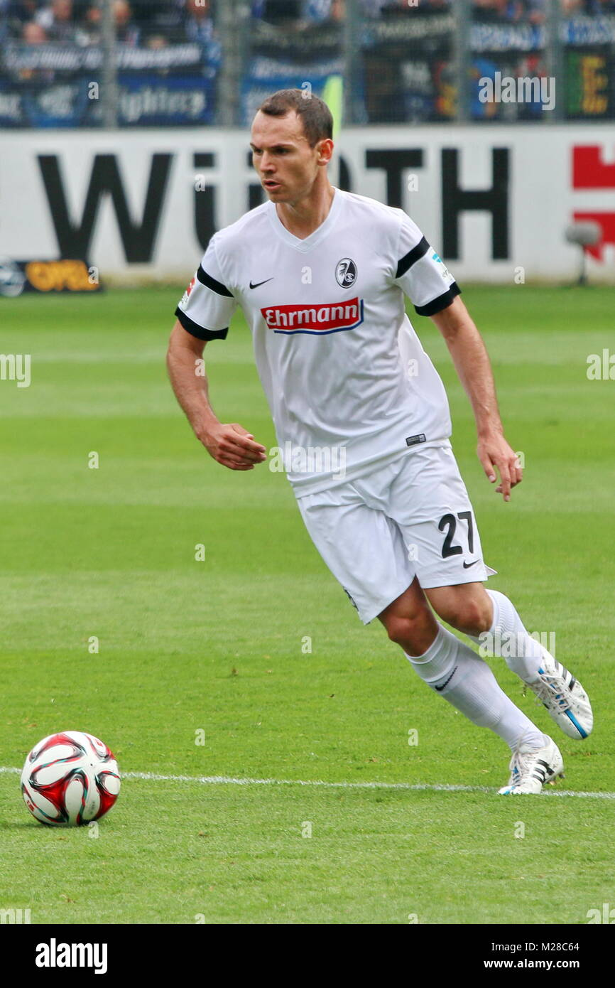 Nicolas Höfler (Freiburg) am Ball - Fußball-Bundesliga 14/15: 31. Spieltag, SC Freiburg vs SC Paderborn - Stock Image