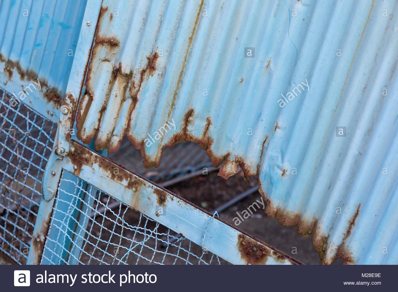Corrugated metal fence; Suginami, Tokyo (Tokyo, Tokyo-to, Suginami, Suginami-ku, Umezato) - Stock Image