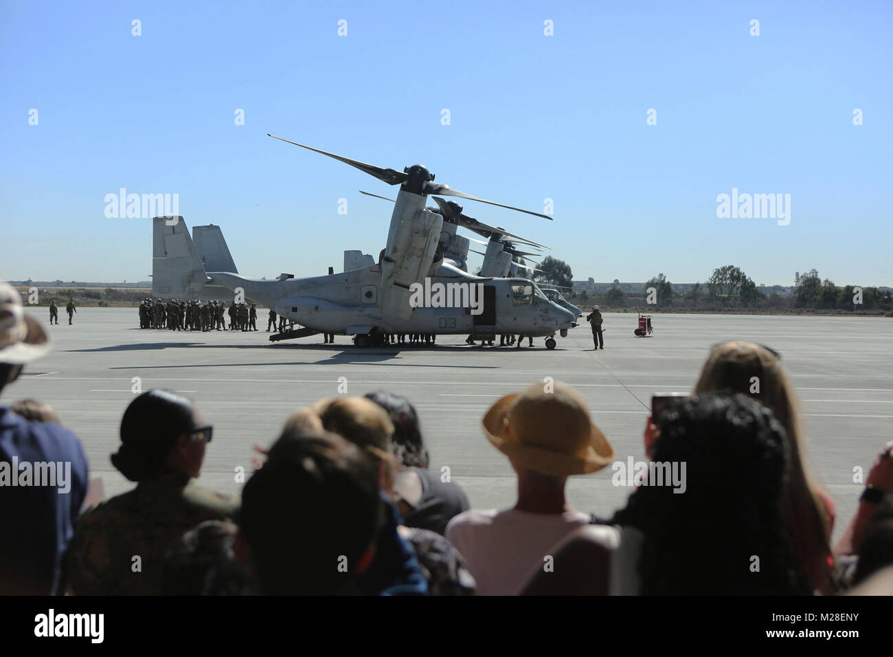 Family members gathered at the Marine Medium Tiltrotor Squadron (VMM) 161 (Reinforced) hangar to greet their loved Stock Photo