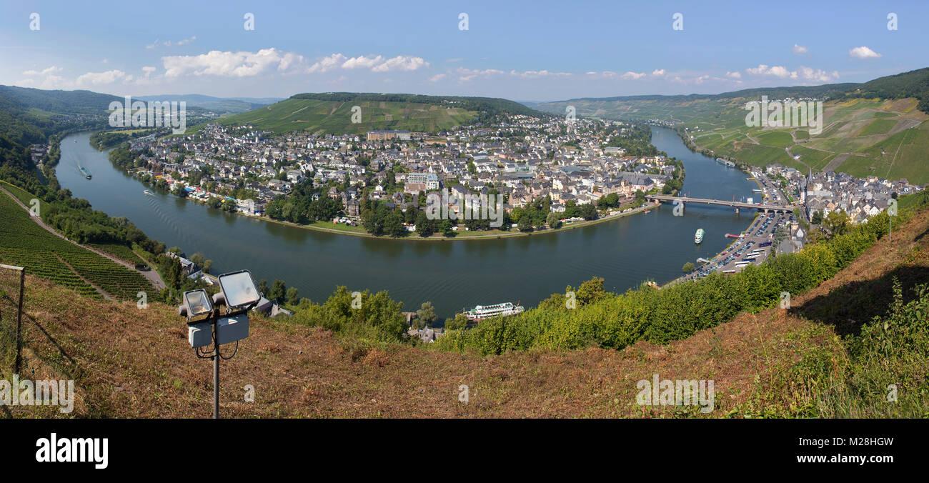 Moselschleife bei Bernkastel-Kues, Landkreis Bernkastel-Wittlich, Mosel, Mittelmosel, Rheinland-Pfalz, Deutschland, - Stock Image