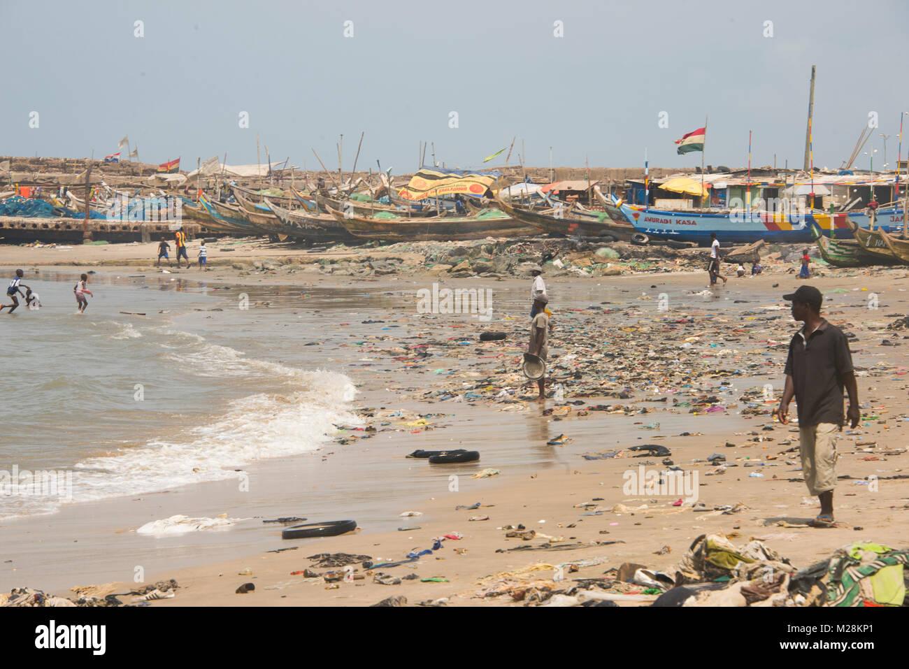 Dirty beach in Jamestown, Accra, Ghana - Stock Image