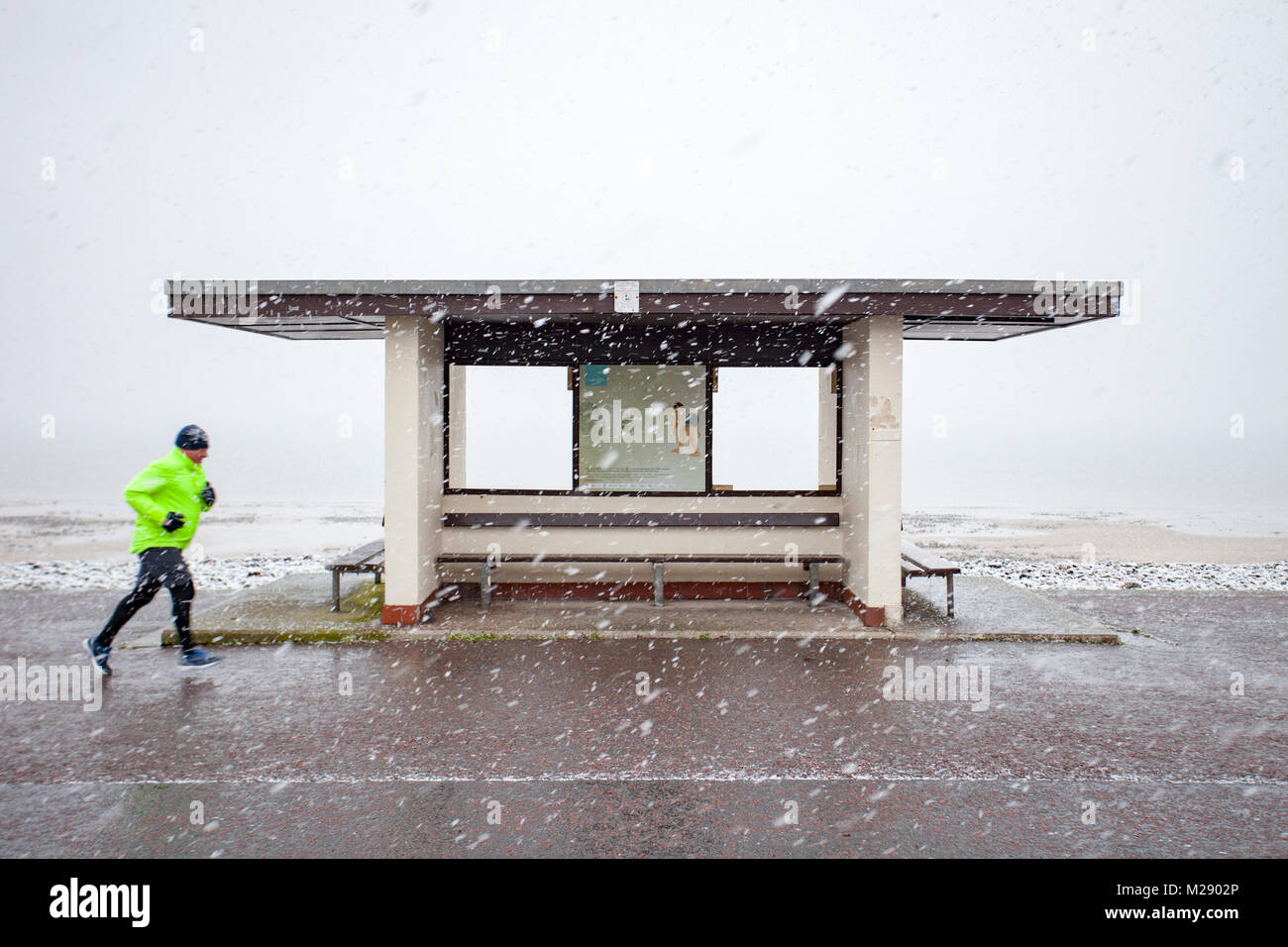 Llandudno, Wales, 6th February 2018. UK Weather. As predicted a yellow warning for snow for North Wales today with - Stock Image