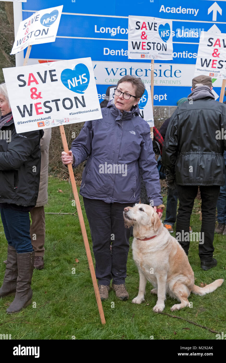 Weston-super-Mare, UK. 6th February, 2018. Demonstrators protest against the overnight closure of the accident and - Stock Image