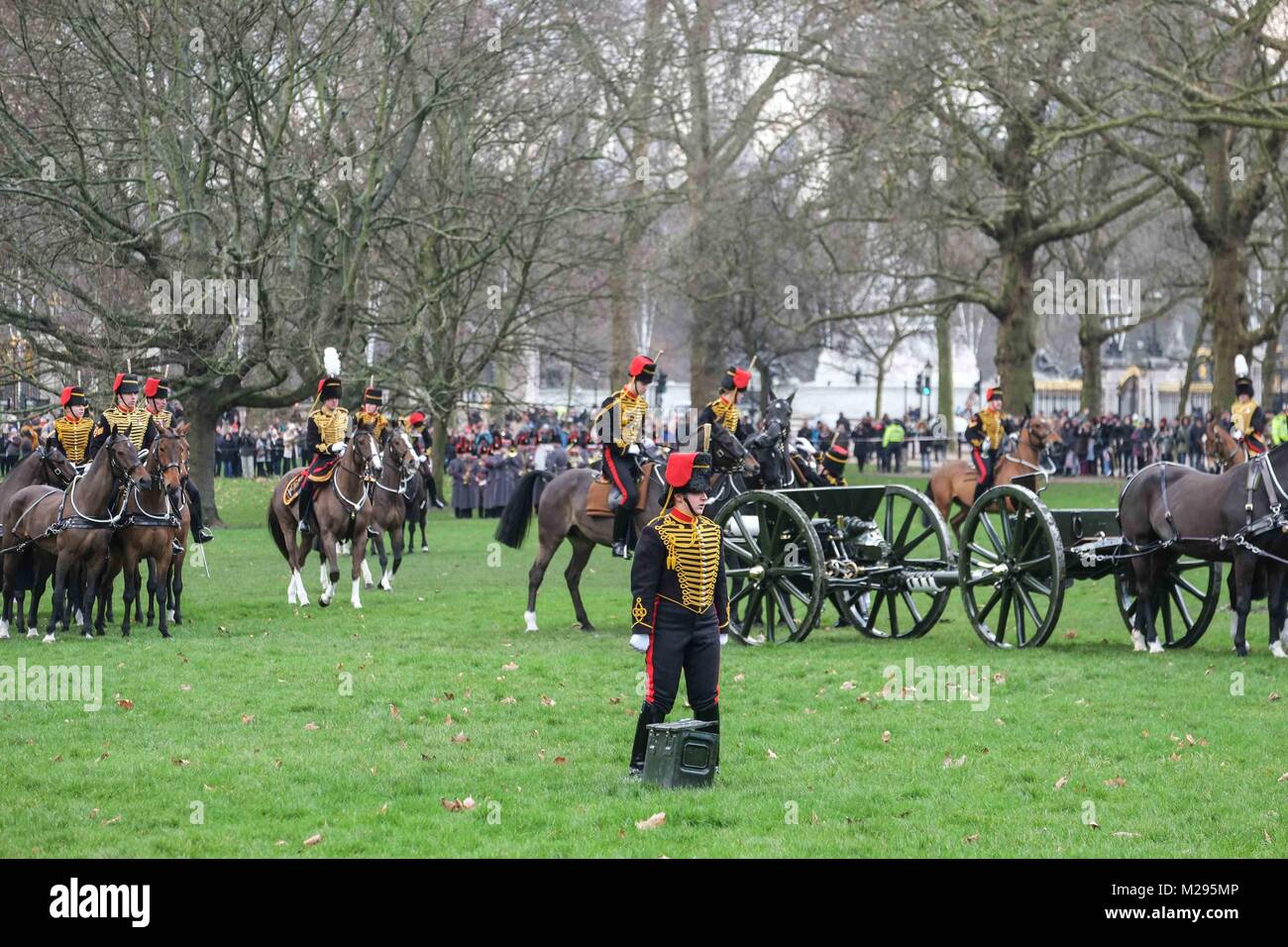 London, UK. 6th Feb, 2018. A 41-gun salute by the Kings Troop Royal Horse Artillery is fired in Green Park London, Stock Photo