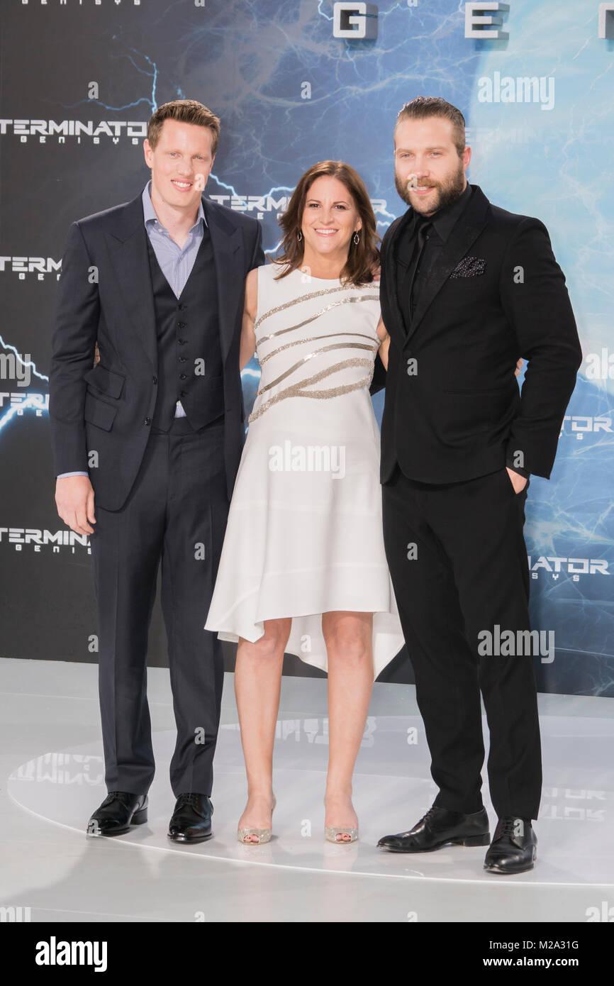 """David Ellison, Dana Goldberg und Jai Courtney auf dem Roten Teppich zur  Europapremiere von  Terminator """" Genisys"""" Stock Photo"""