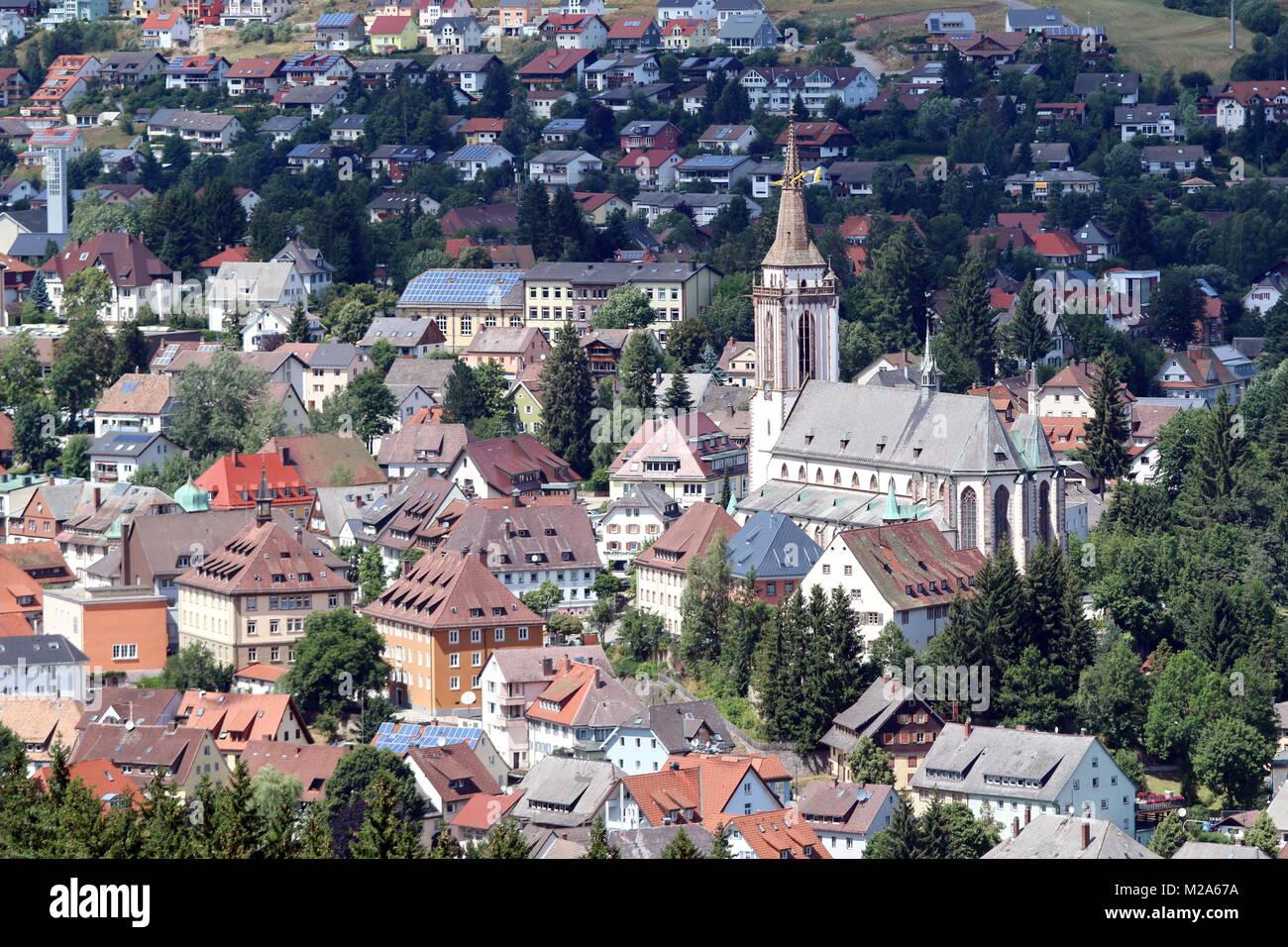 Blick Auf Die Innenstadt Von Titisee Neustadt Mit Dem Munster Von Der Stock Photo Alamy