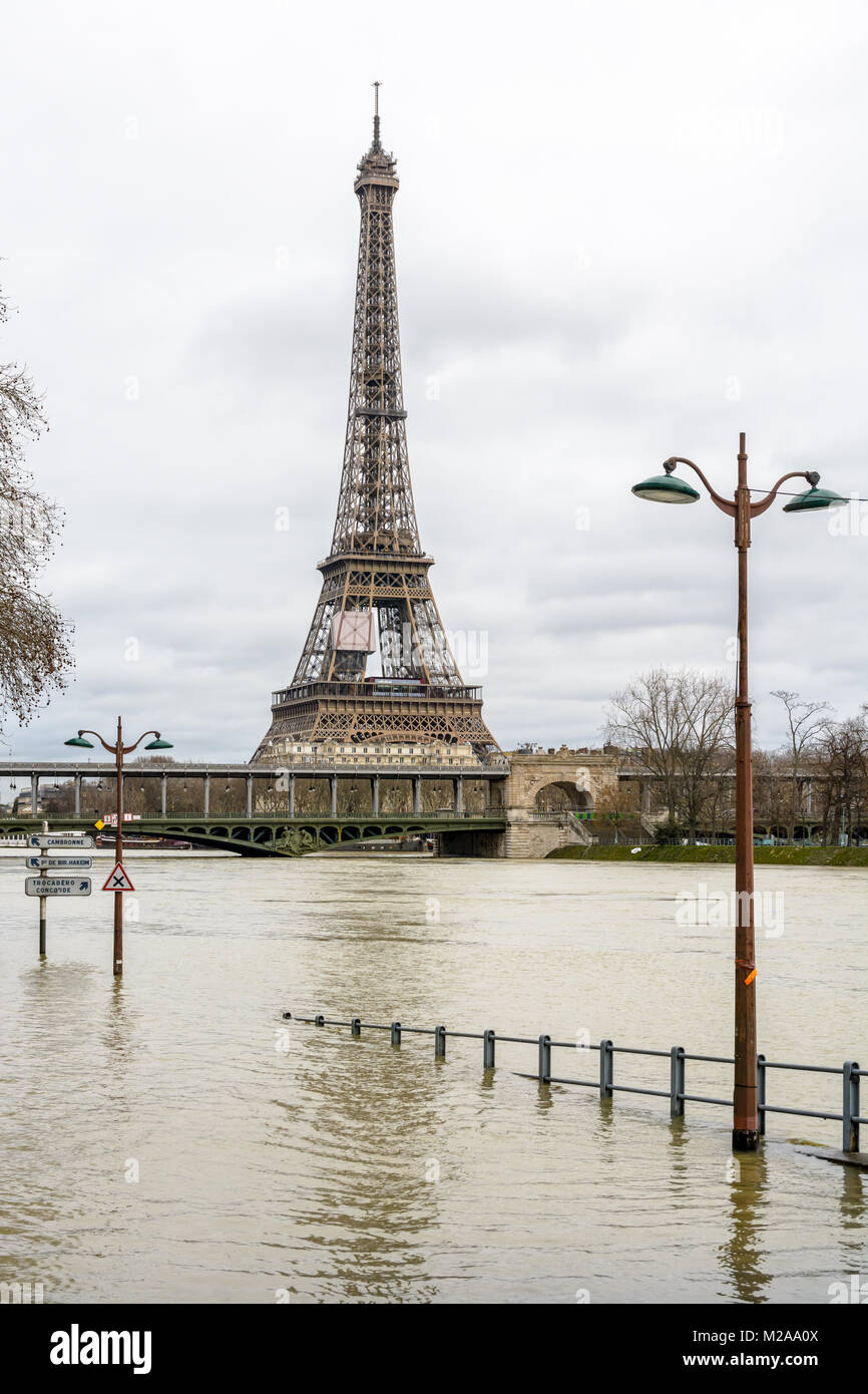View of the swollen Seine during the winter flooding episode of January 2018, with the flooded expressway in the - Stock Image