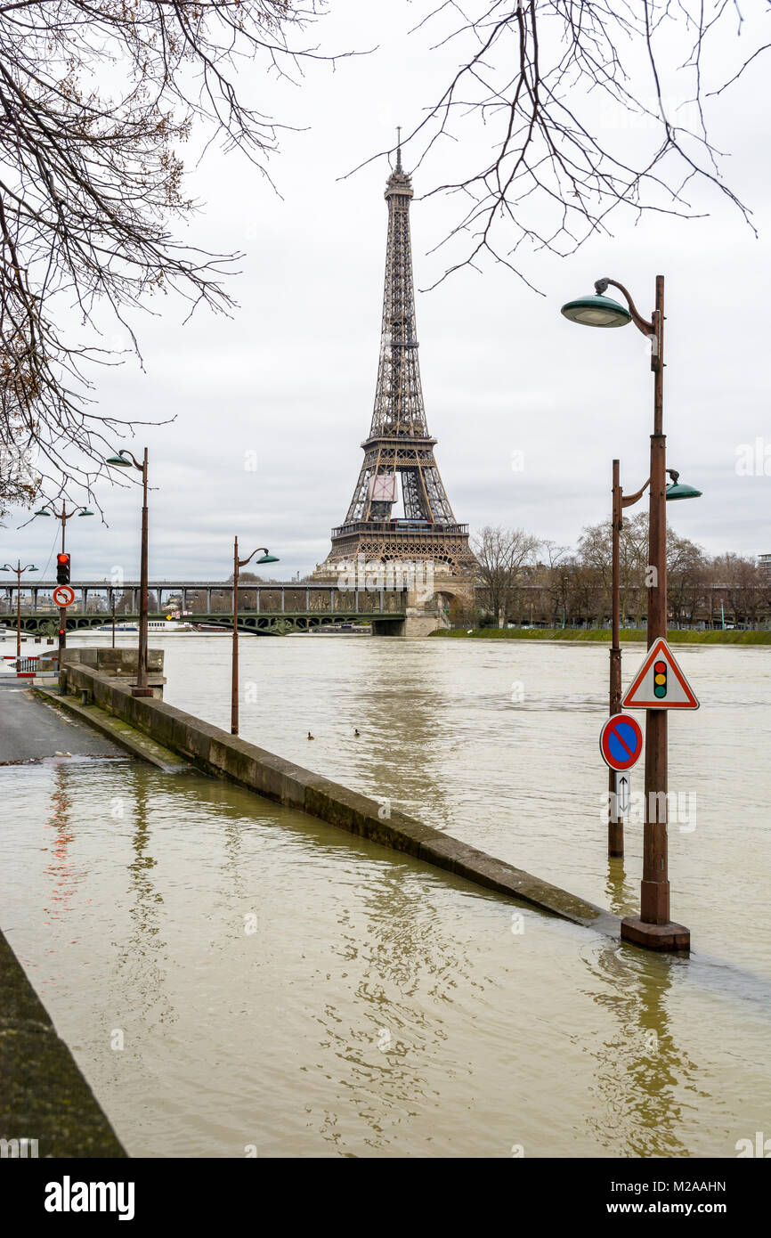 The swollen Seine during the winter flooding episode of January 2018, with the flooded expressway exit in the foreground - Stock Image