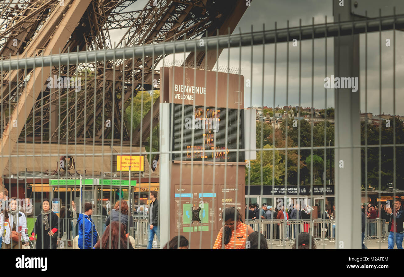 Paris, France - October 08, 2017 : behind barriers of intrusion protection, a panel welcomes visitors to the Eiffel - Stock Image