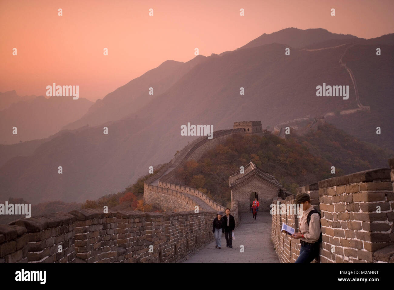 China. Mutianyu, near Beijing. The Great Wall. UNESCO World Heritage site. Tourists. - Stock Image