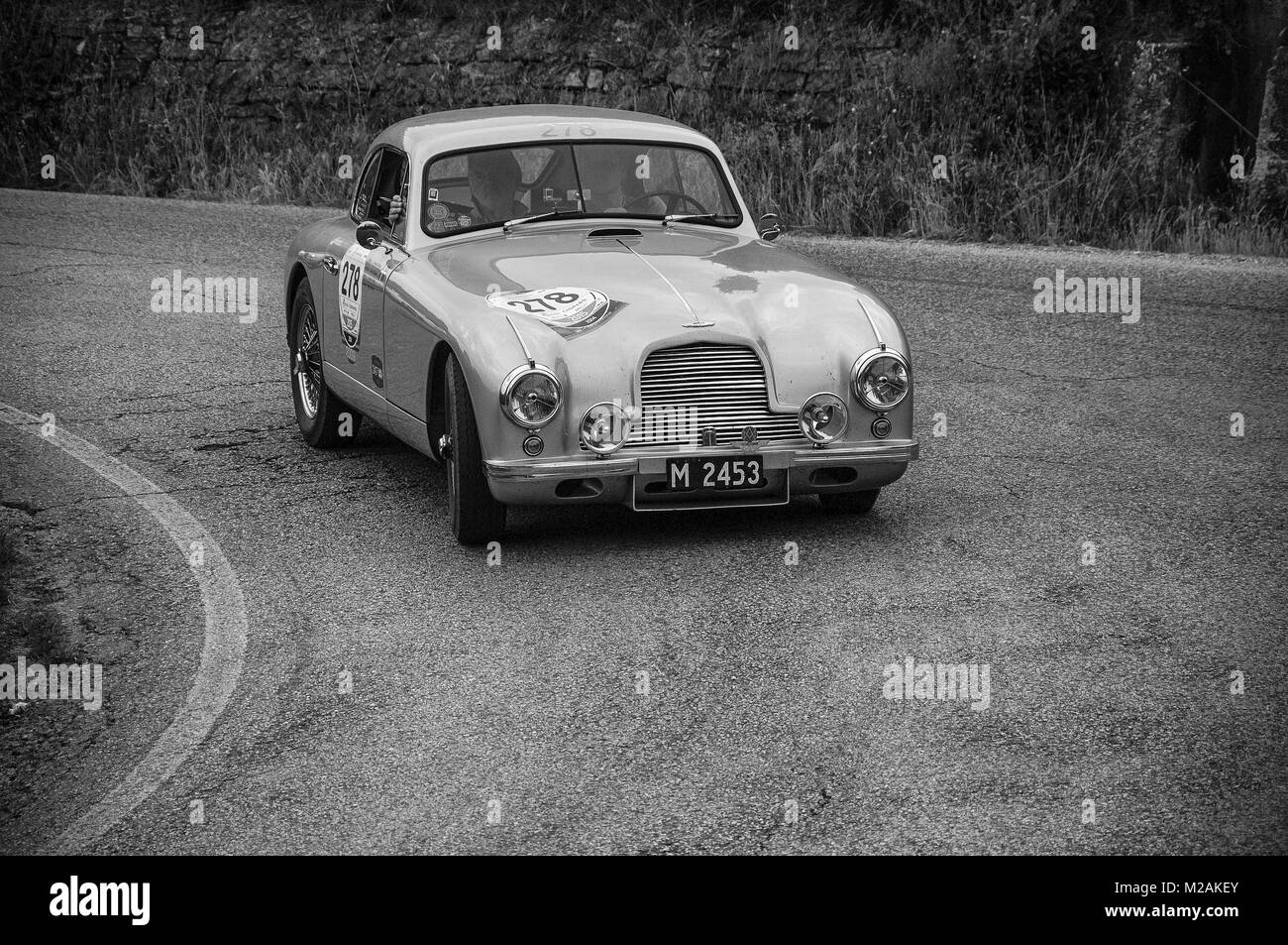 ASTON MARTIN DB 2 Vantage 1953 on an old racing car in rally Mille ...