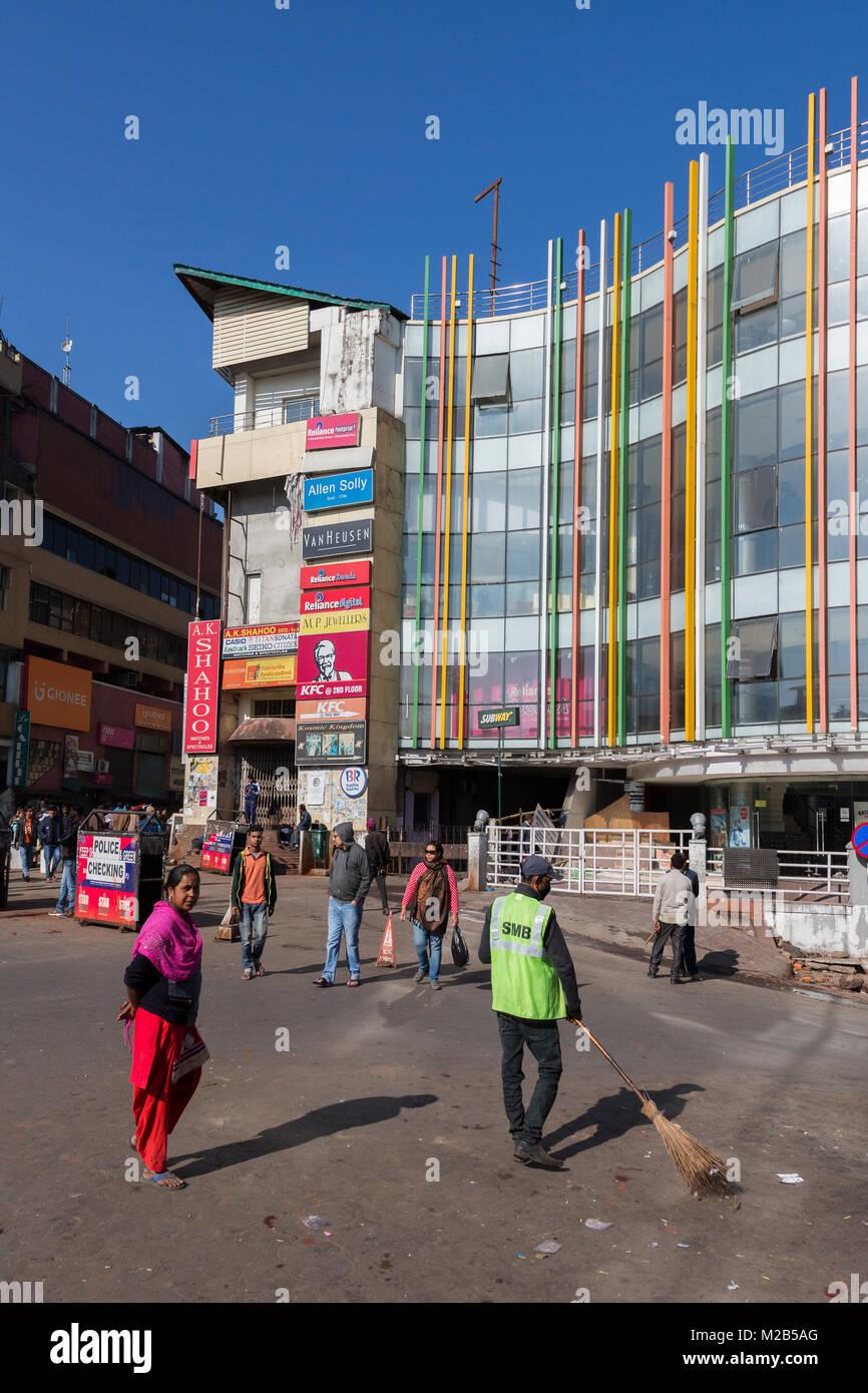 Sweeping the road at Police Bazaar outside shopping centre, Shillong, Meghalaya, India - Stock Image