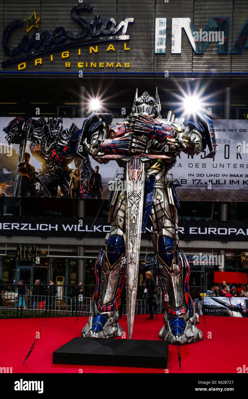 huge transformers figure at the red carpet at the european premiere of spectacular - transformers,era of loss - - Stock Image