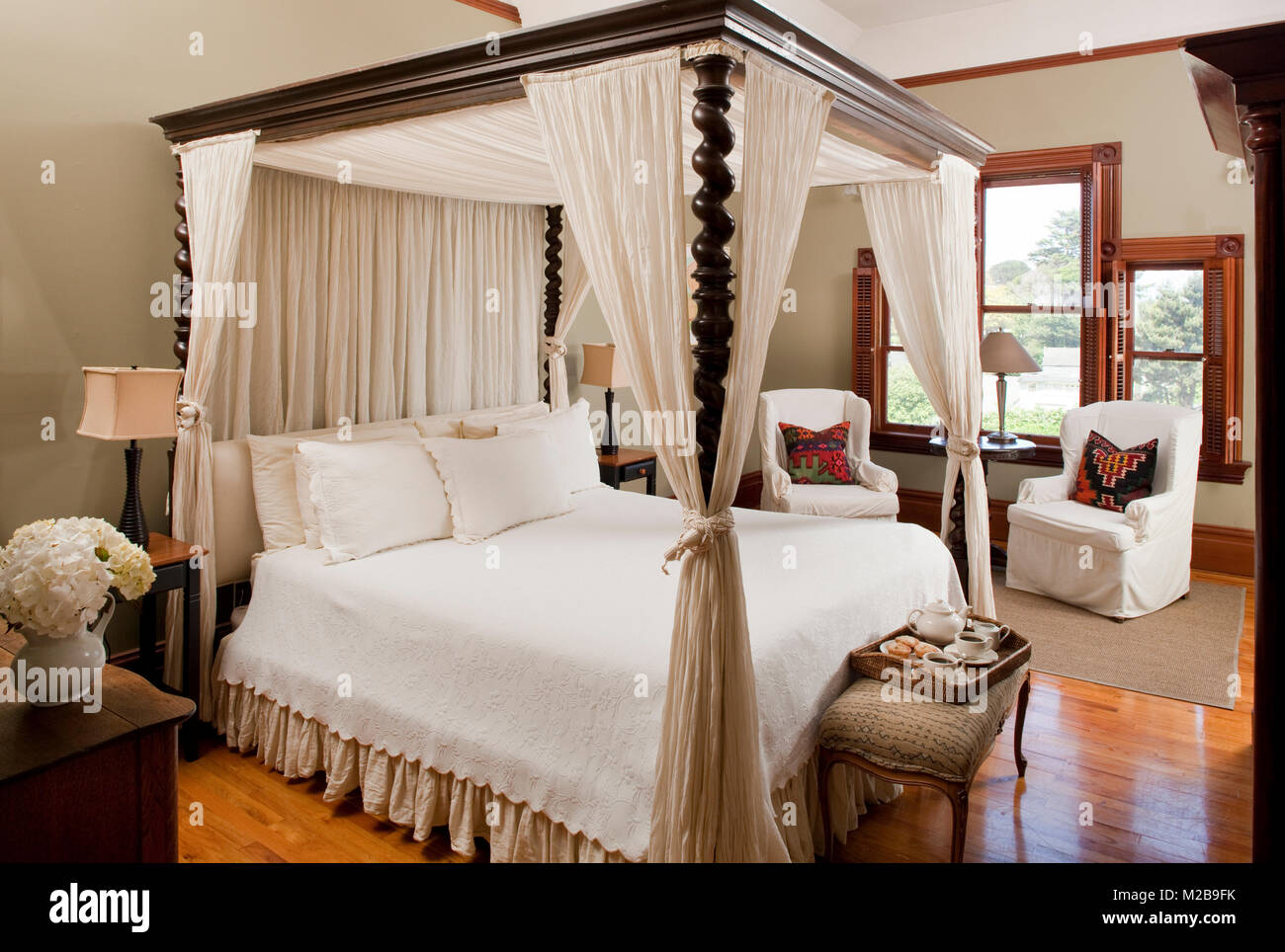 Four Poster Bed In Updated Victorian Carter House Stock Photo Alamy