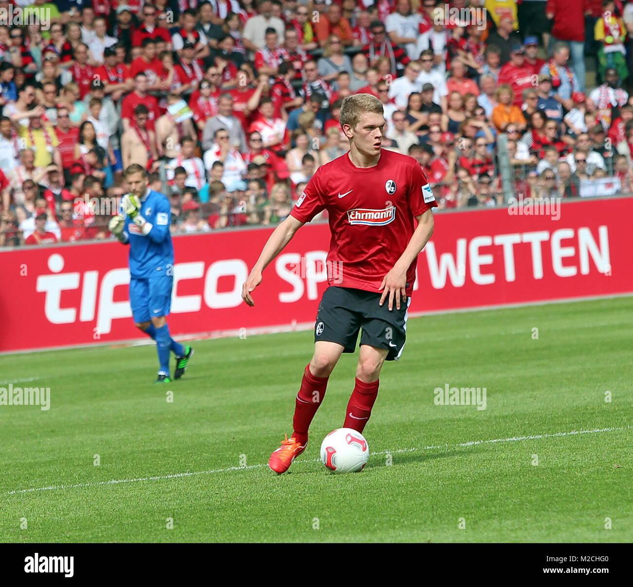 Fußball-Bundesliga: 34. Spieltag, SC Freiburg vs FC Schalke 04 - MAtthias Ginter, am Ball, SC Freiburg - Stock Image