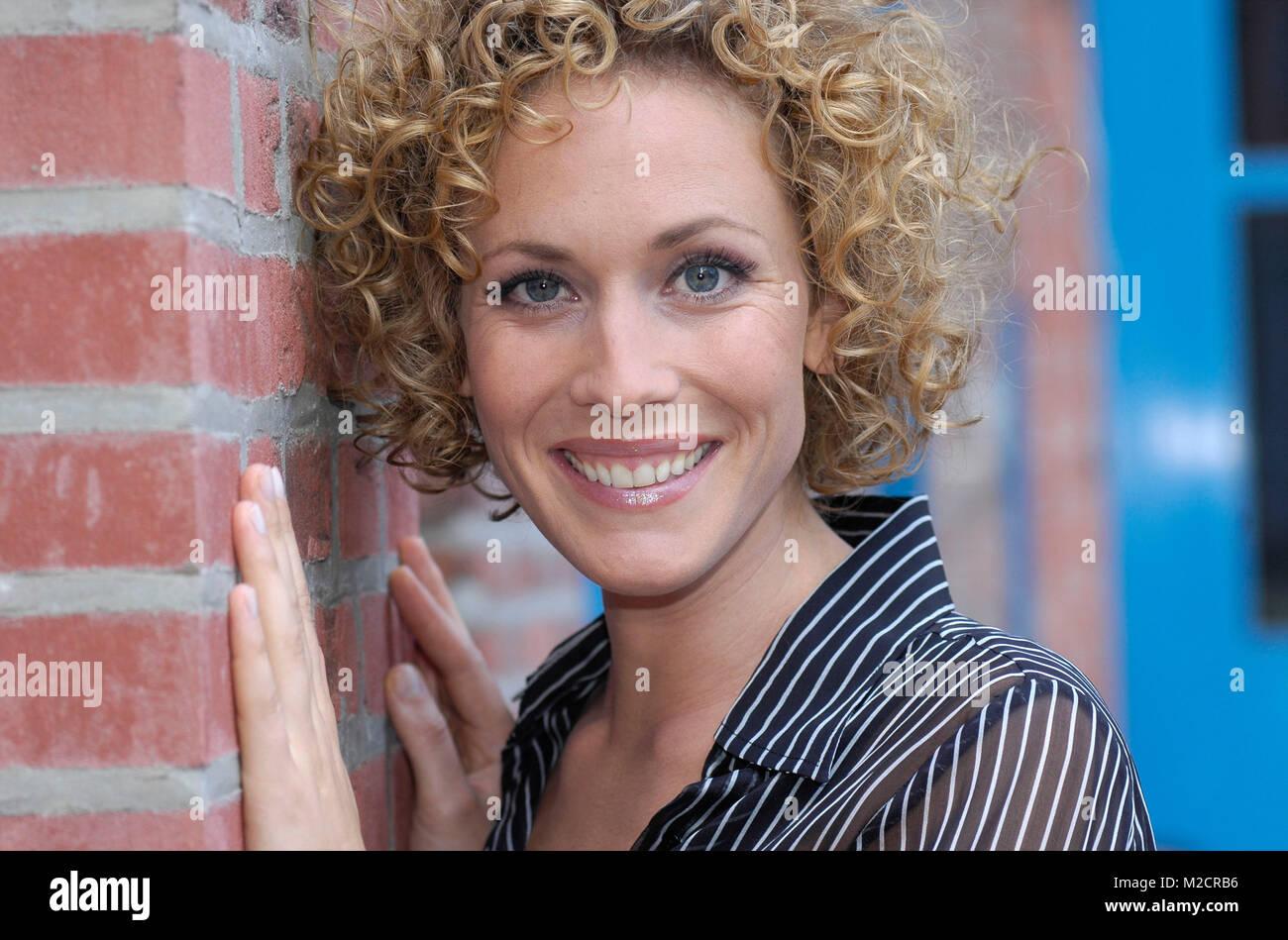 Verbotene Liebe Schauspielerin Claudia Hiersche Bei Einem Stock