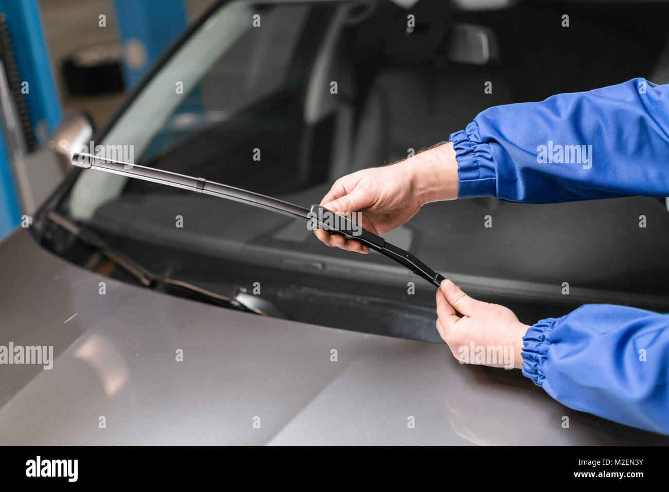 Where to change the windshield in Ufa 52