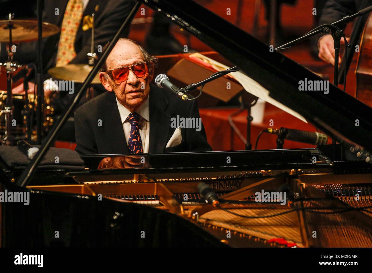 Anlässlich seines 85. Geburtstags am 12. März 2013 gibt der deutsche Pianist, Sänger und Bandleader Paul Kuhn am Stock Photo