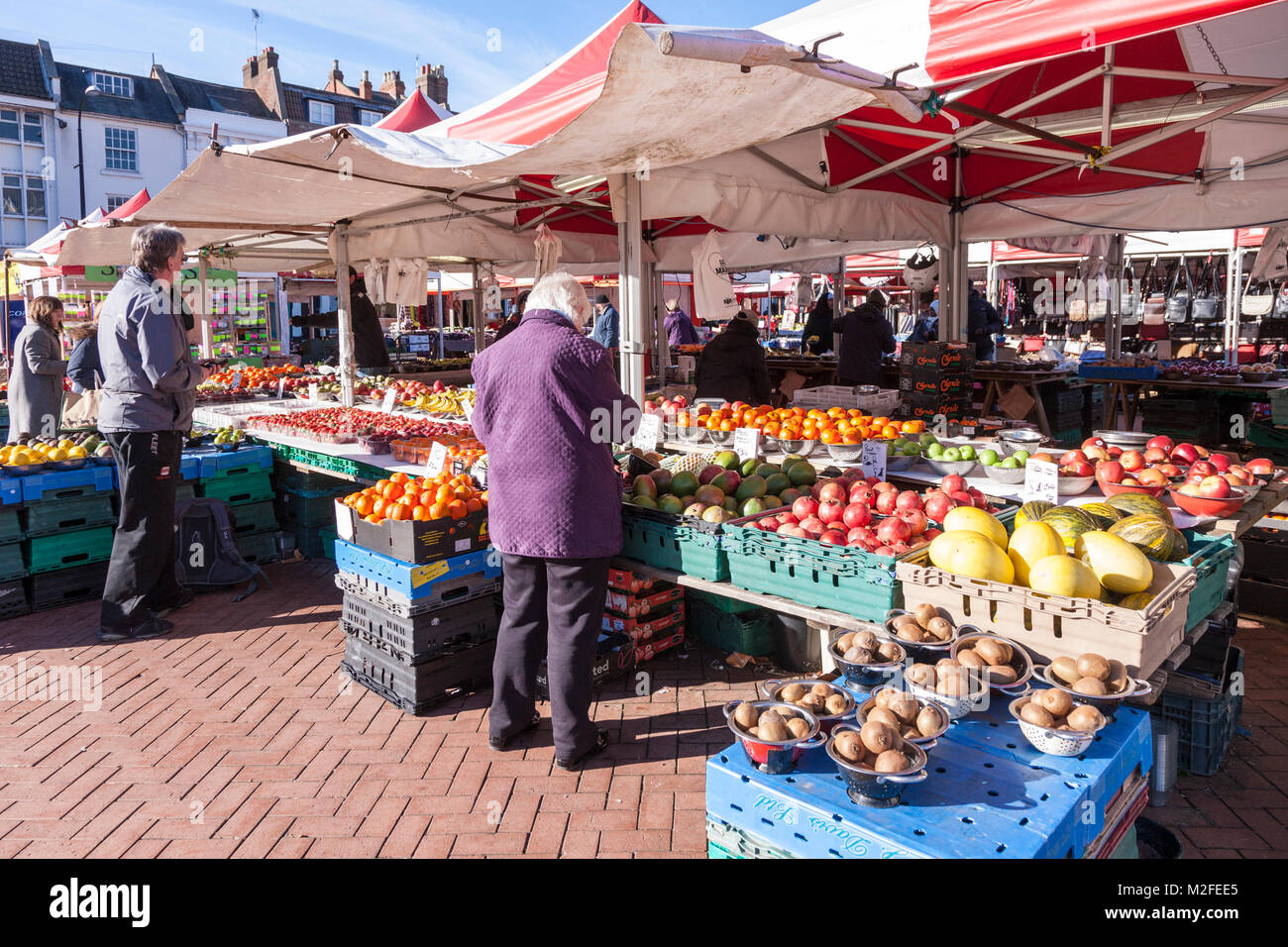 A Bright Sunny Day In The Town Centre This Afternoon But Feeling Cold Shade Thought Credit Keith J Smith Alamy Live News
