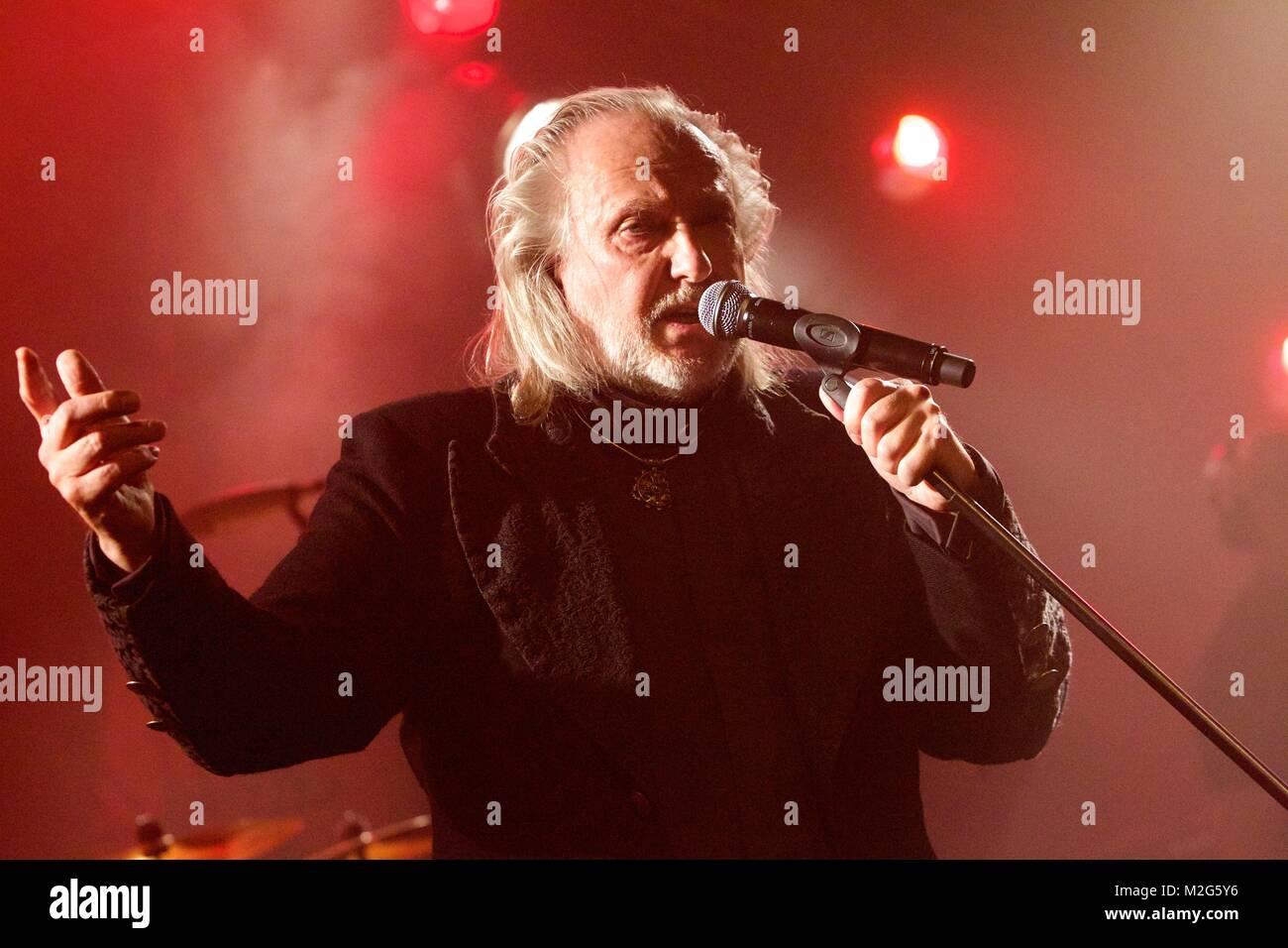 Der deutsche Pop-Rock-Sänger JOACHIM WITT präsentiert derzeit live sein neues Album 'Neumond'. - Stock Image