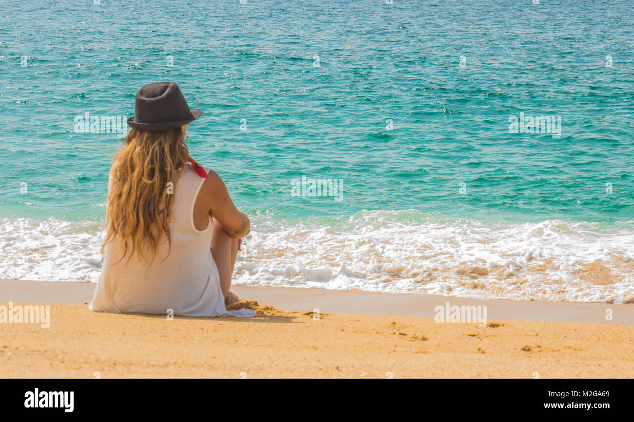 Beautiful relaxed woman on beautiful mexican blue beach - Stock Image