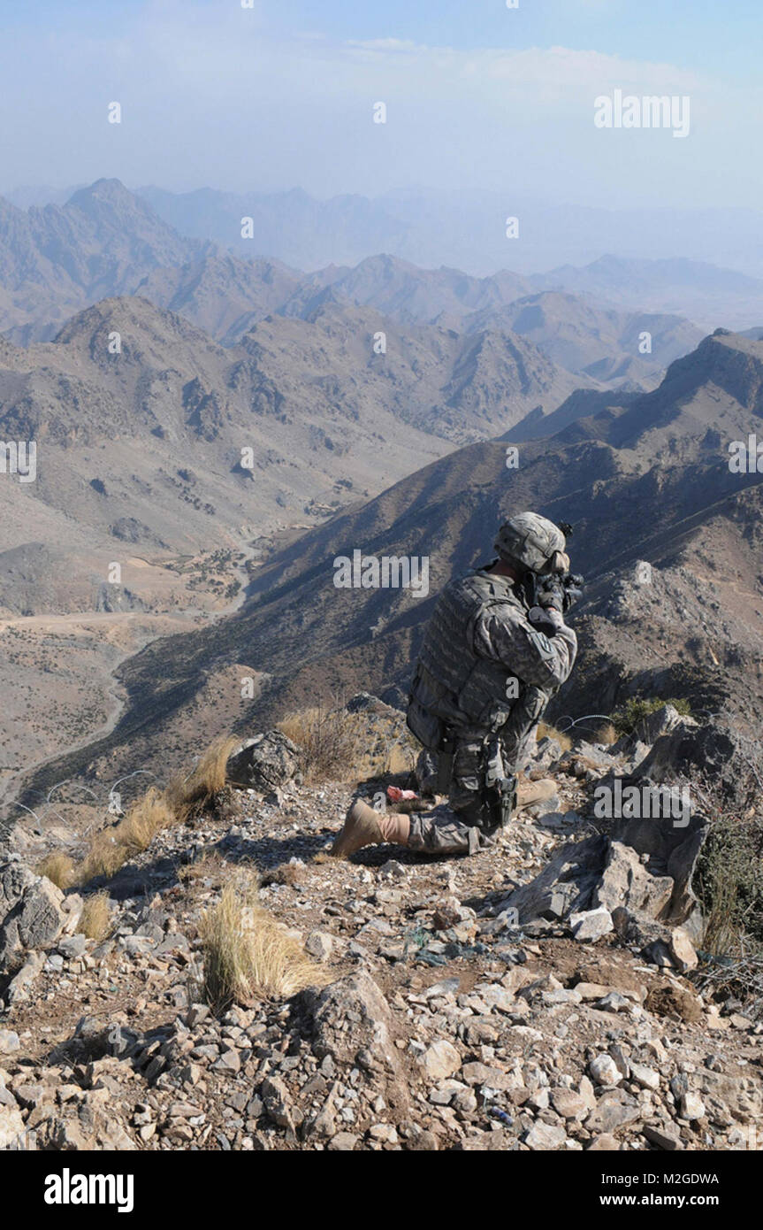 A U.S. Army cavalry scout assigned to 1st Squadron, 108th Cavalry Regiment, Task Force Mountain Warrior recons the - Stock Image