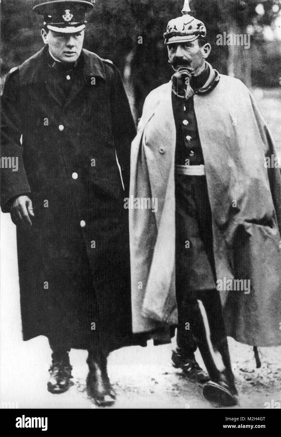 WINSTON CHURCHILL at left with Wilhelm II at the German Army manoeuvres in 1909 - Stock Image