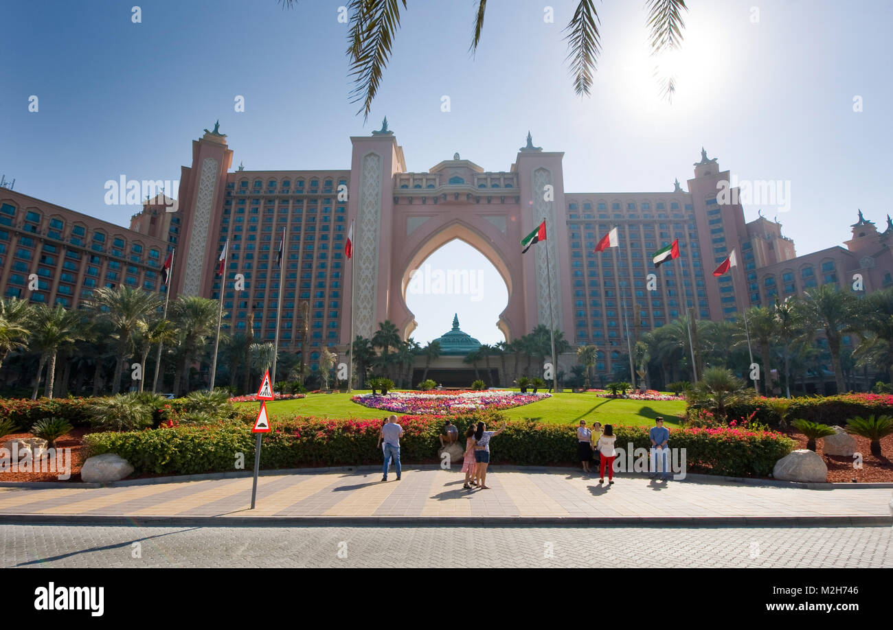 DUBAI, UNITED ARAB EMIRATES - 02 JAN, 2018: The front of the world famous Atlantis, the Palm hotel on the Jumeirah - Stock Image