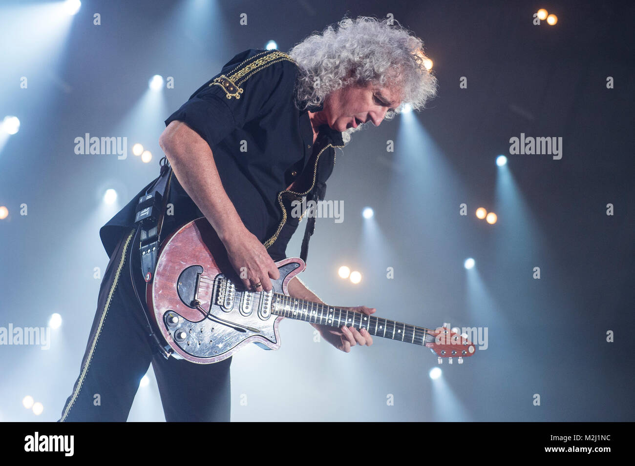 Die britische Rock-Band Queen und der amerikanische Sänger Adam ...