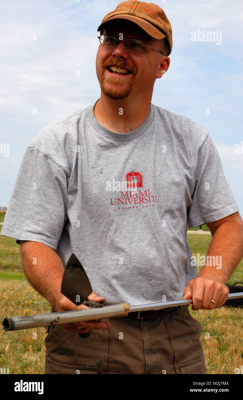 FORT MONROE, Va. -- Dr. Jarrod Burks, director of geophysical survey for Ohio Valley Archaeology, Inc., displays - Stock Image