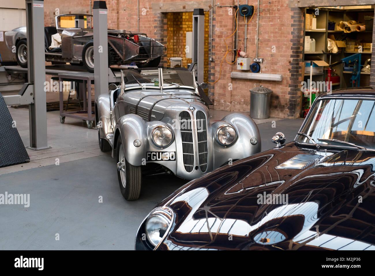 Vintage Car Restoration Workshop Bicester Stock Photos & Vintage Car ...