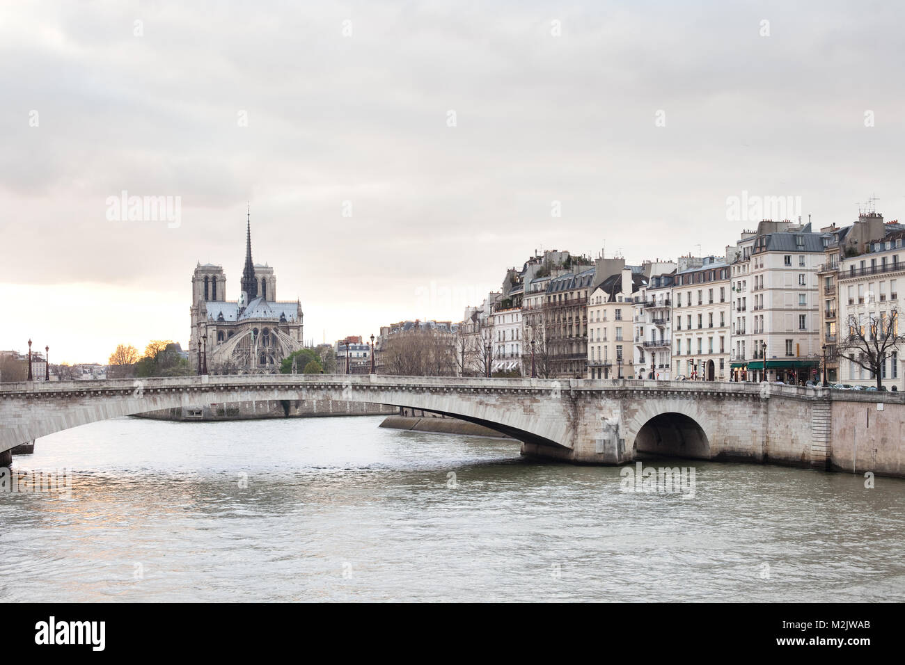 Apartments on Ile Saint Louis, Notre Dame Cathedral on Ile de la Cite and Pont de la Tournelle over Seine river, - Stock Image