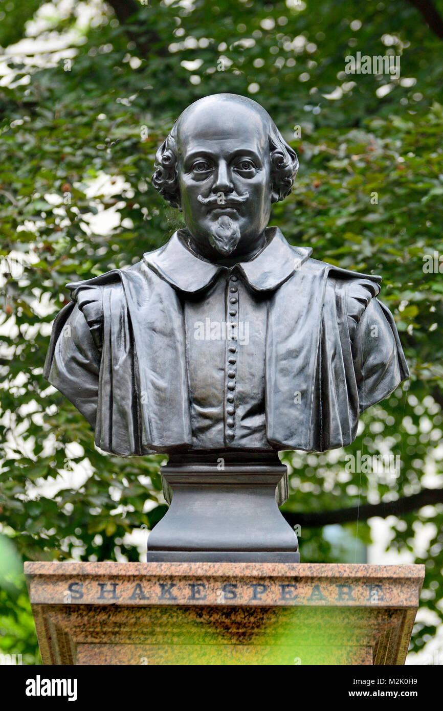 London, England, UK. William Shakespeare bust. Aldermanbury Garden, Love Lane, EC2. Part of a memorial celebrating - Stock Image