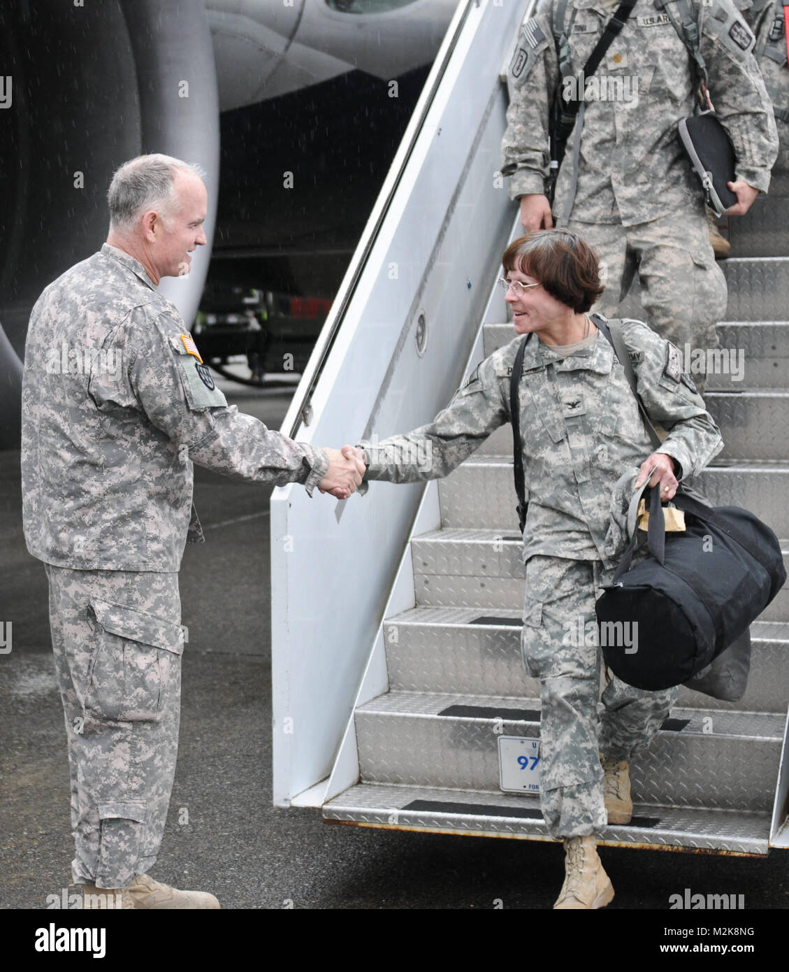 Maj. Gen. Charles A. Anderson greets Col. Kathy Platoni from the 467th Combat Stress Control Detachment off the - Stock Image